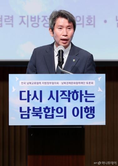 [사진]축사하는 이인영 통일부 장관