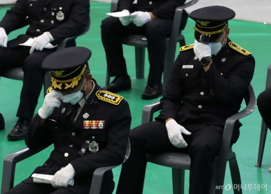 [사진]동료들의 눈물