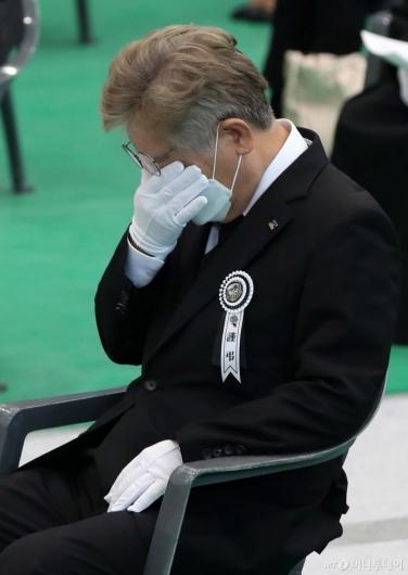 [사진]눈물 흘리는 이재명