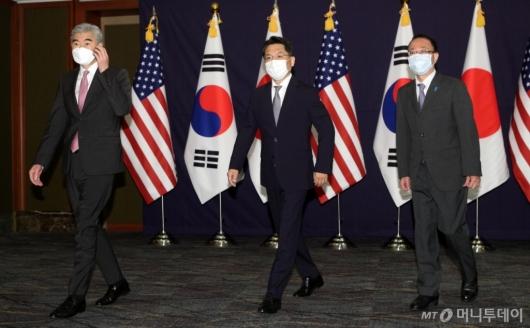 [사진]자리 향하는 한미일 북핵 수석대표