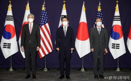 [사진]북핵 논의 위해 나란히 선 한미일