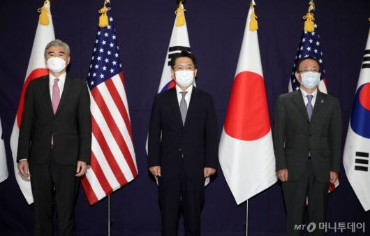 [사진]기념촬영하는 한미일 북핵 수석대표