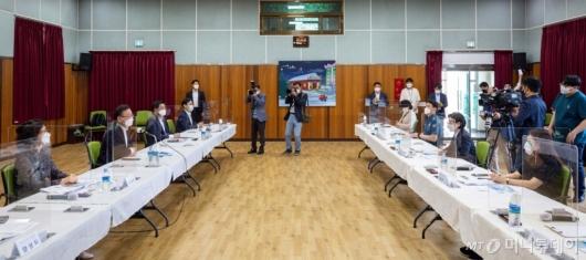 [사진]국무총리, 아동학대 대응 현장 간담회
