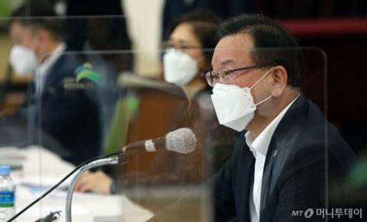 [사진]모두발언하는 김부겸 총리