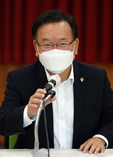 [사진]김부겸 총리, 아동학대 대응 현장 간담회 모두발언