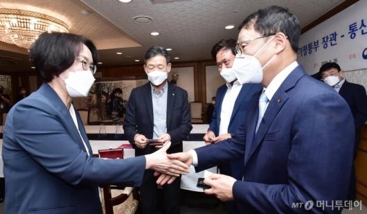 [사진]통신3사 CEO와 만난 임혜숙 장관