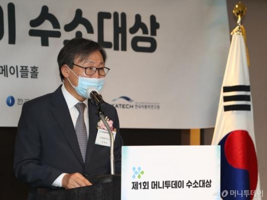 [사진]'제1회 머니투데이 수소대상' 축사하는 문재도 회장