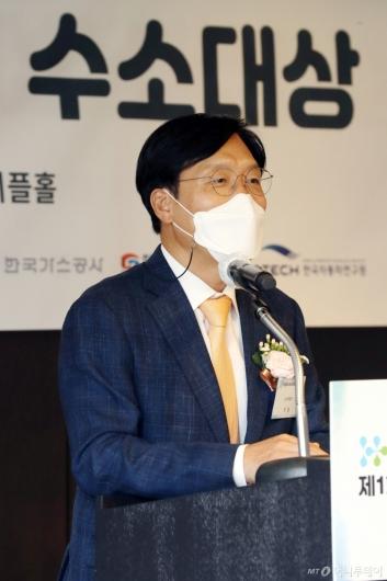 [사진]'제1회 머니투데이 수소대상' 시사평하는 문일 교수