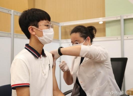 [사진]고3 오늘부터 백신 접종
