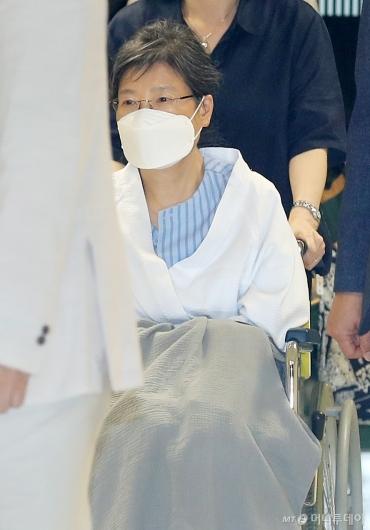 [사진]성모병원 도착한 박근혜 전 대통령
