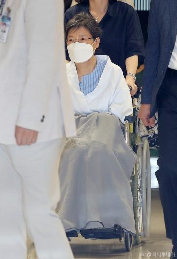 [사진]박근혜 전 대통령, 치료 위해 입원