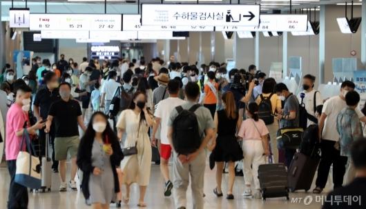 [사진]여행객들로 붐비는 김포공항 국내선
