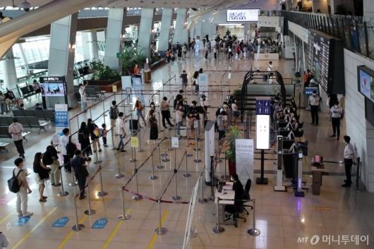 [사진]휴가 떠나는 여행객들