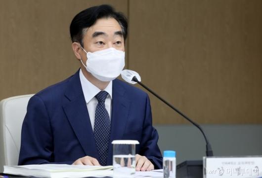 [사진]발언하는 강병구 세제발전위원장