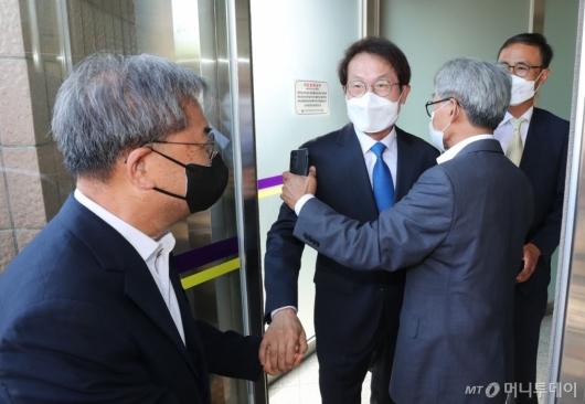 [사진]공수처 첫 공개 소환된 조희연