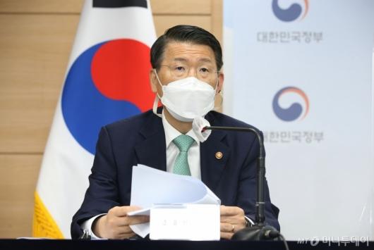[사진]부동산 관계부처 합동브리핑 발언하는 은성수 금융위원장