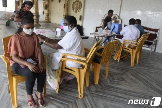 인도 의사, 1년간 3차례 확진…2번 '돌파 감염'