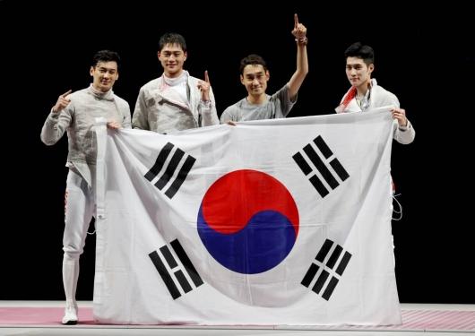 결승서 19점차 압승…'최강' 펜싱 남자 사브르, 단체전 '금메달'