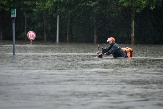 """""""공식발표 엉터리"""" 中소문 진짜였네…폭우 사망자 사흘만에 3배↑"""