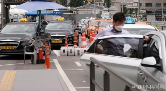 [사진]소득 줄어든 법인 택시기사 '1인 80만원' 지원
