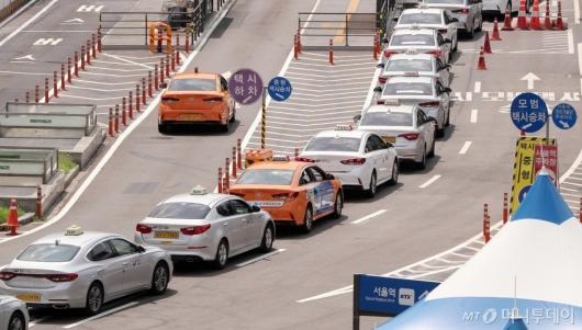 [사진]소득 줄어든 법인 택시기사 '1인당 80만원' 지원