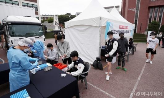 [사진]서울시교육청, 이동형 신속 PCR 검사 시범운영