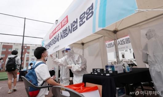 [사진]서울시교육청, 학교 신속PCR 검사 시범 운영