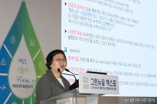[사진]오형나 교수 '글로벌 그린뉴딜 추진 사례와 한국의 그린뉴딜 전략'