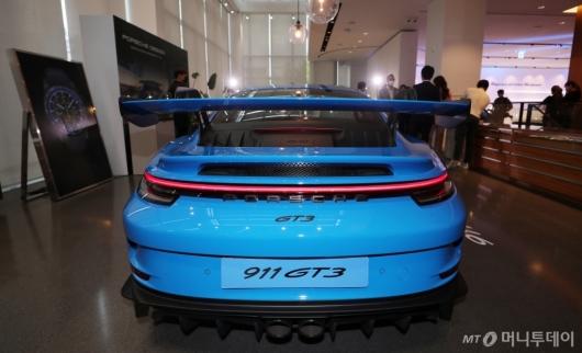 [사진]포르쉐 신형 '911 GT3'의 뒷태