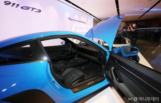 [사진]포르쉐 신형 '911 GT3'의 실내