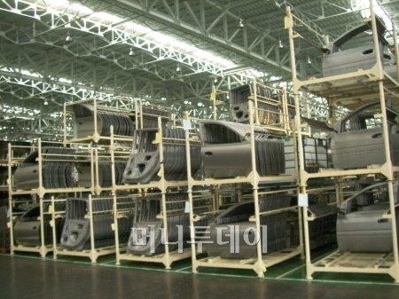 파텍스에서 생산한 단종 모델들의 부품.