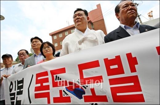 [사진]日대사관 앞 '독도 도발' 규탄시위