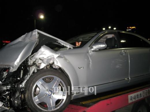 ↑ 벤츠 S600 차량이 심하게 부서졌다. ⓒ박종진 기자