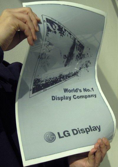 LG디스, 휘어지는 19인치 전자종이 개발