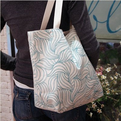 ↑에이프릴 에코백 '아르누보-페얼블루' 부드러운 곡선 패턴은 아르누보 스타일을 응용한 디자인으로 세련된 빈티지 느낌을 준다.ⓒ에이프릴