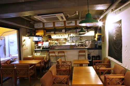 '수제'의 가격 거품 제거한 홈 스타일 카페  <뒤:빵>