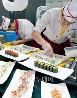 모든 요리를 100% 즉석조리하는 신개념 프리미엄 씨푸드뷔페 '씨앤블루Sea &Blue'