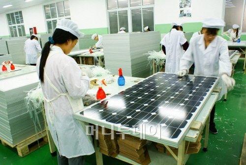 ▲성융광전자의 태양광전지 모듈 생산 모습.