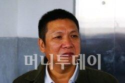 ▲장후리 사장. 그는 IR 일행들에게 사업장을 보여주면서 '한국의 투자자들에게 보고 들은 것을 잘 전달해 달라'고 당부했다.