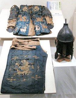 일본 야스쿠니 신사의 '가미카제 특별전'에서 고려 갑옷으로 추정되는 유물이 공개됐다. 고려시대 갑옷은 문헌이나 유물이 드물어 확실한 형태를 알 수 없다. 야스쿠니 신사에는 우리 군사 유물이 다량으로 보관된 것으로 알려졌으나 일반에 공개되긴 이번이 처음이다. [조선왕실의궤환수위원회 제공]