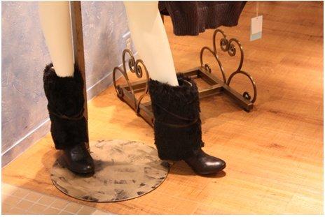 올 겨울 일본 여성의 발 밑 패션은 털 부츠?
