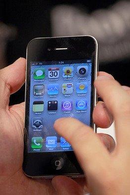 아이폰, 알고보면 중국산…팔수록 대중 무역적자 심화?