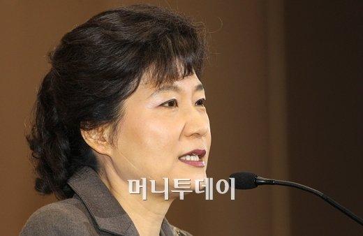 ↑'사회보장기본법 전부개정을 위한 공청회'에서 인사말을 하는 박근혜 전 한나라당 대표(ⓒ유동일 기자)