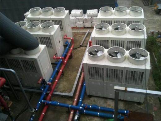 ▲야외에 설치된 공기열 히트펌프 보일러.