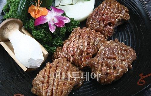 다양한 양념으로 육류의 맛을 높여주는 양념육