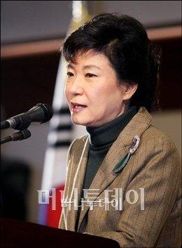 박근혜, '싱크탱크' 띄우고 '대권행보' 가속화