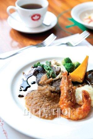 휴식공간으로 사랑받는 경양식 레스토랑 '정글짐 레스토랑'