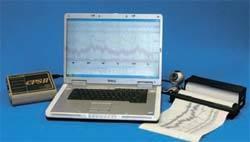 국립과학수사연구원에서 의사 부인 사망사건의 피의자 백모씨 조사에 이용한 미국 스톨팅사의 거짓말 탐지기(CPS-II 모델). [아이디테크 제공]