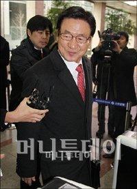 ↑최영휘 전 신한금융 사장