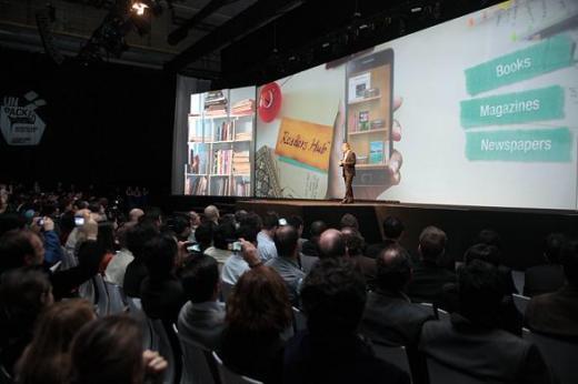 ↑ 삼성전자가 MWC 2011 개막에 하루 앞서 13일(현지시간) 스페인 바르셀로나에서 '모바일 언팩 행사'를 하고 있다.